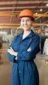 5 façons de promouvoir l'égalité femmes-hommes dans votre entreprise - femme dans une industrie